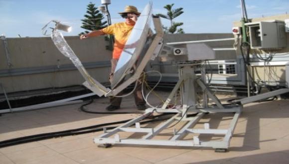 Solar thermionic converter